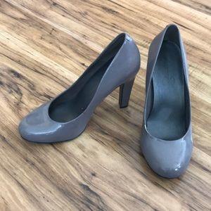 Jessica Simpson gray high heels
